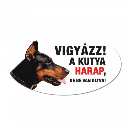 Vigyázz a kutya harap tábla műanyagból Dobermann